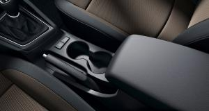 i20-coupe-gallery-cup-holder-center-console-driver-viewpoint-original