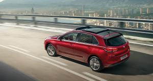 i30-pd-5dr-gallery-left-side-rear-view-red-driving-road-pc
