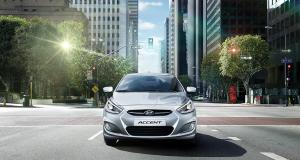 accent-gallery-front-gray-accent-driving-city-street-original